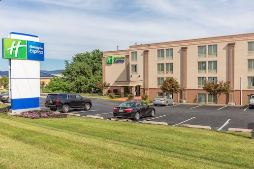 . Holiday Inn Express Harrisburg SW - Mechanicsburg