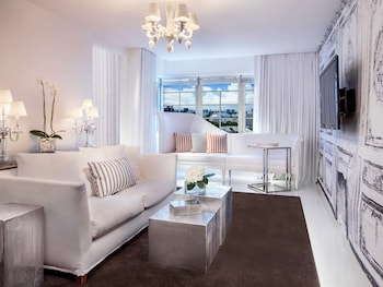 Signature Suite, 2 Double Beds (SLS)
