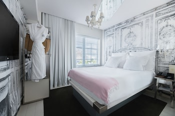 Superior Room, 1 Queen Bed, City View