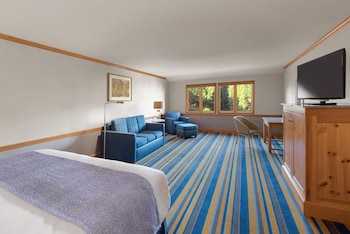 Deluxe Room, 1 King Bed, Courtyard View (Classic King)
