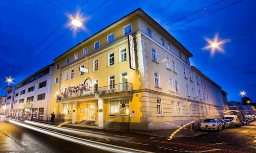 __{offers.Best_flights}__ Goldenes Theaterhotel