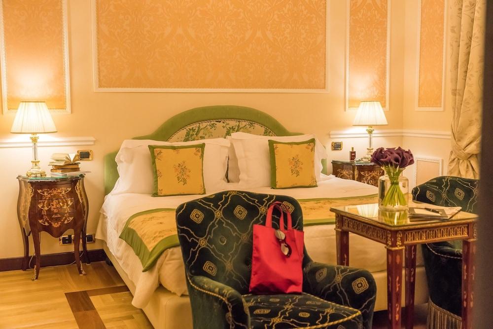 버니니 팰리스 바이 발리오니 호텔(Bernini Palace) Hotel Image 9 - Guestroom