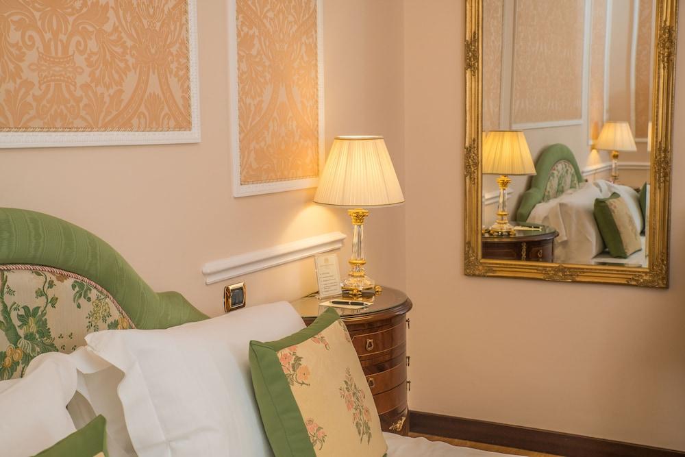 버니니 팰리스 바이 발리오니 호텔(Bernini Palace) Hotel Image 5 - Guestroom