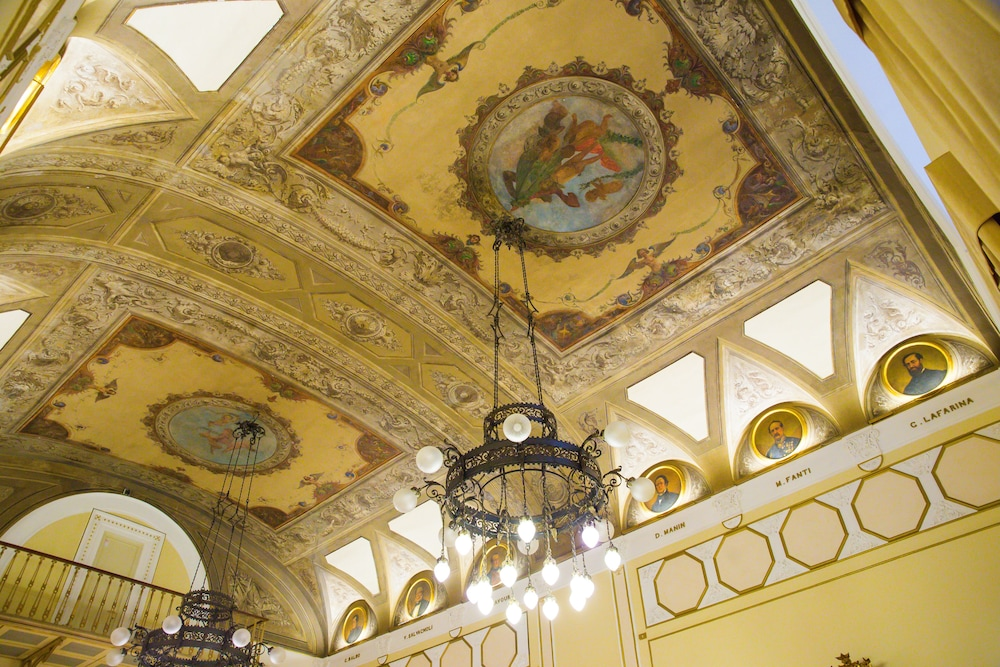 버니니 팰리스 바이 발리오니 호텔(Bernini Palace) Hotel Image 60 - Food Court