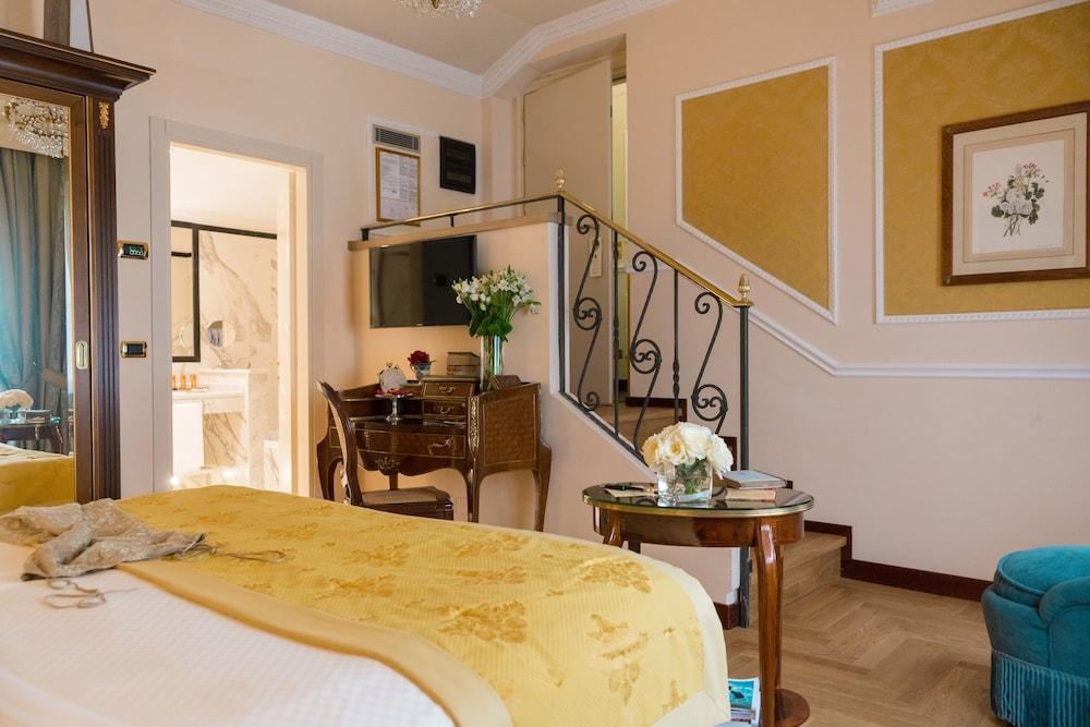 버니니 팰리스 바이 발리오니 호텔(Bernini Palace) Hotel Image 33 - Guestroom
