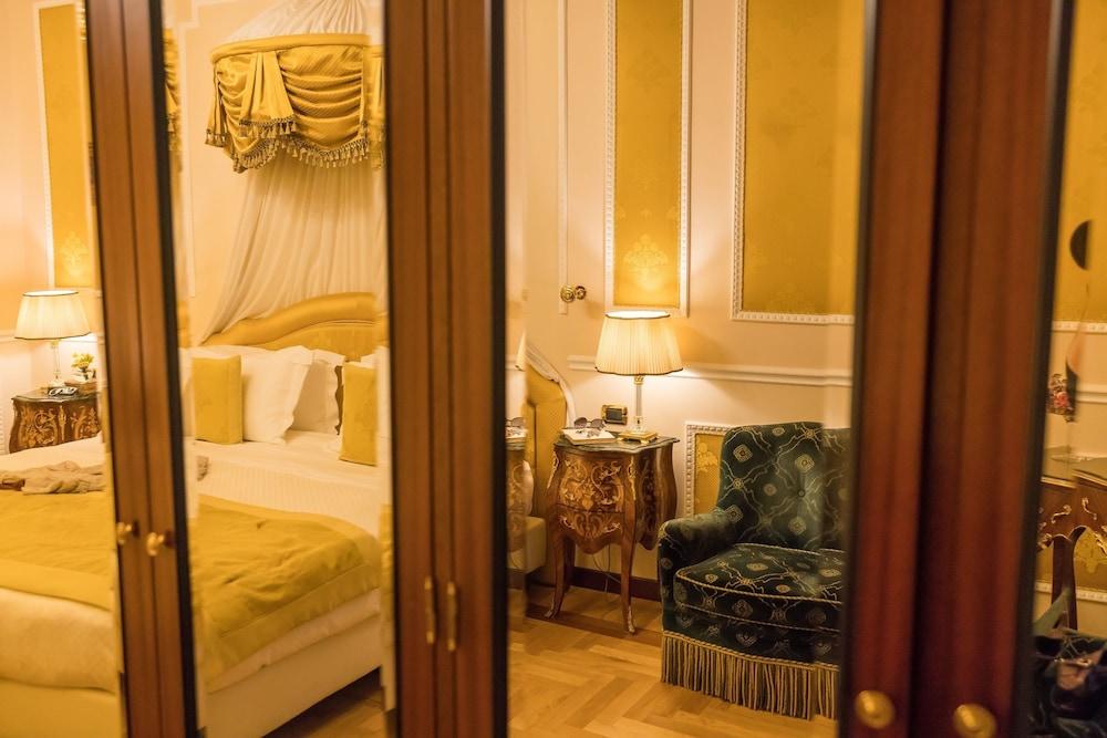 버니니 팰리스 바이 발리오니 호텔(Bernini Palace) Hotel Image 10 - Guestroom