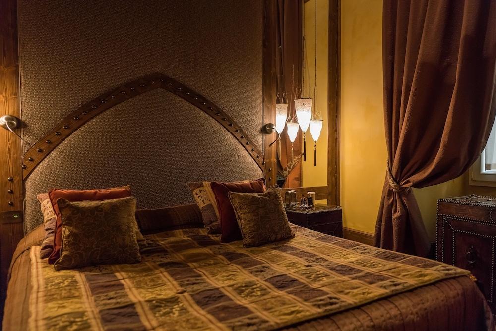 버니니 팰리스 바이 발리오니 호텔(Bernini Palace) Hotel Image 12 - Guestroom