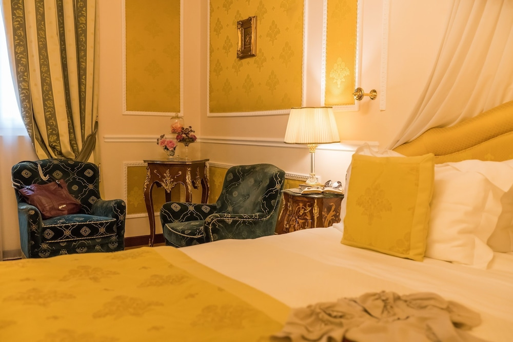 버니니 팰리스 바이 발리오니 호텔(Bernini Palace) Hotel Image 13 - Guestroom