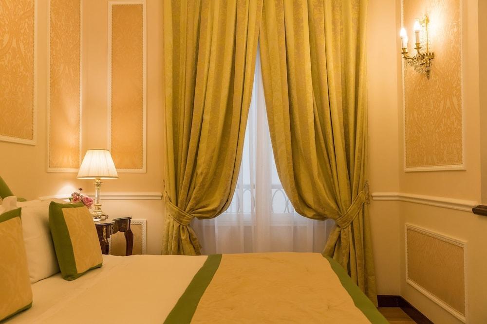 버니니 팰리스 바이 발리오니 호텔(Bernini Palace) Hotel Image 14 - Guestroom