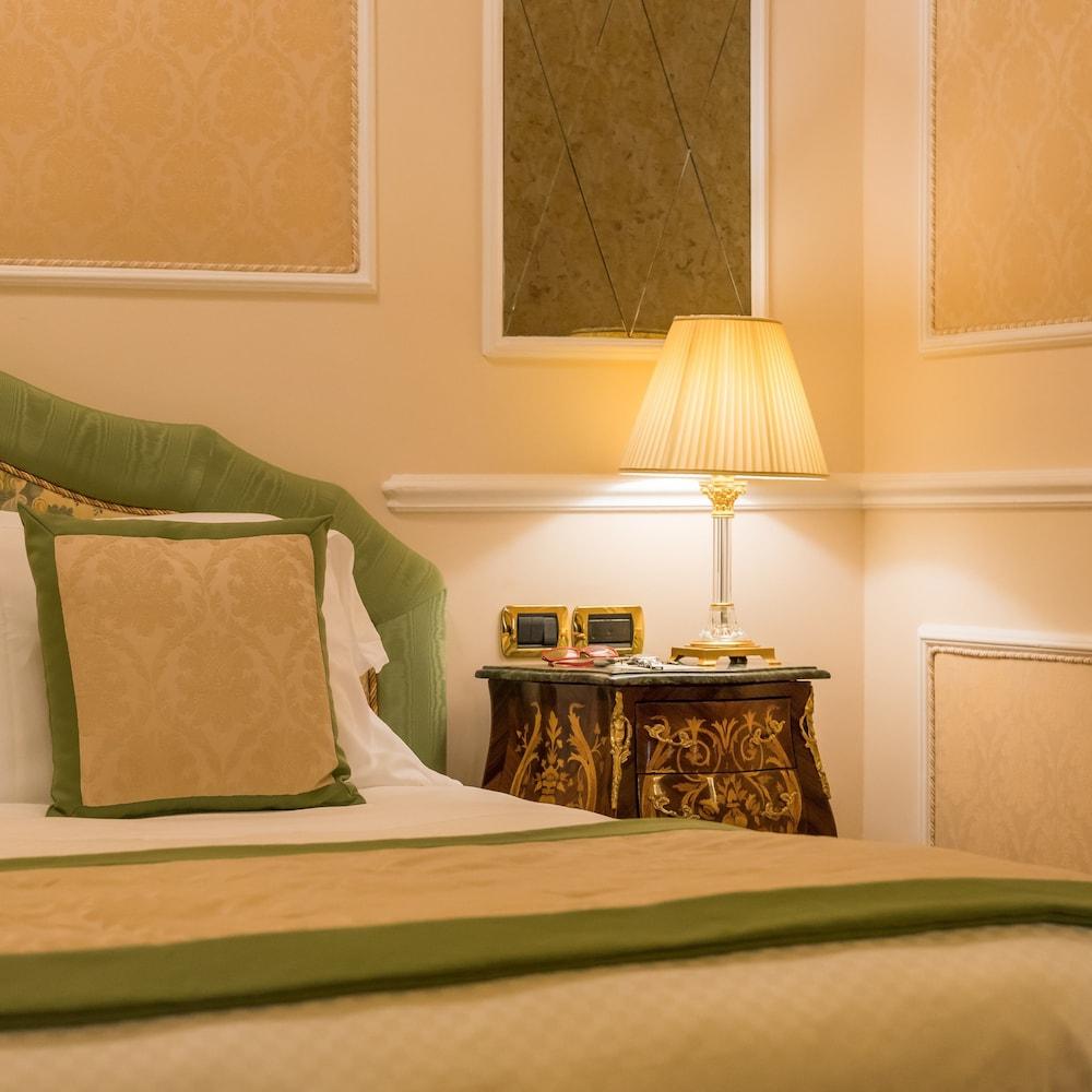버니니 팰리스 바이 발리오니 호텔(Bernini Palace) Hotel Image 31 - Guestroom