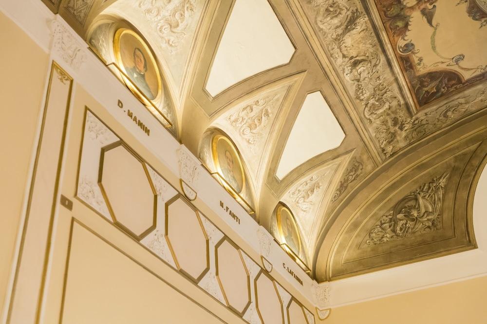 버니니 팰리스 바이 발리오니 호텔(Bernini Palace) Hotel Image 52 - Breakfast Area