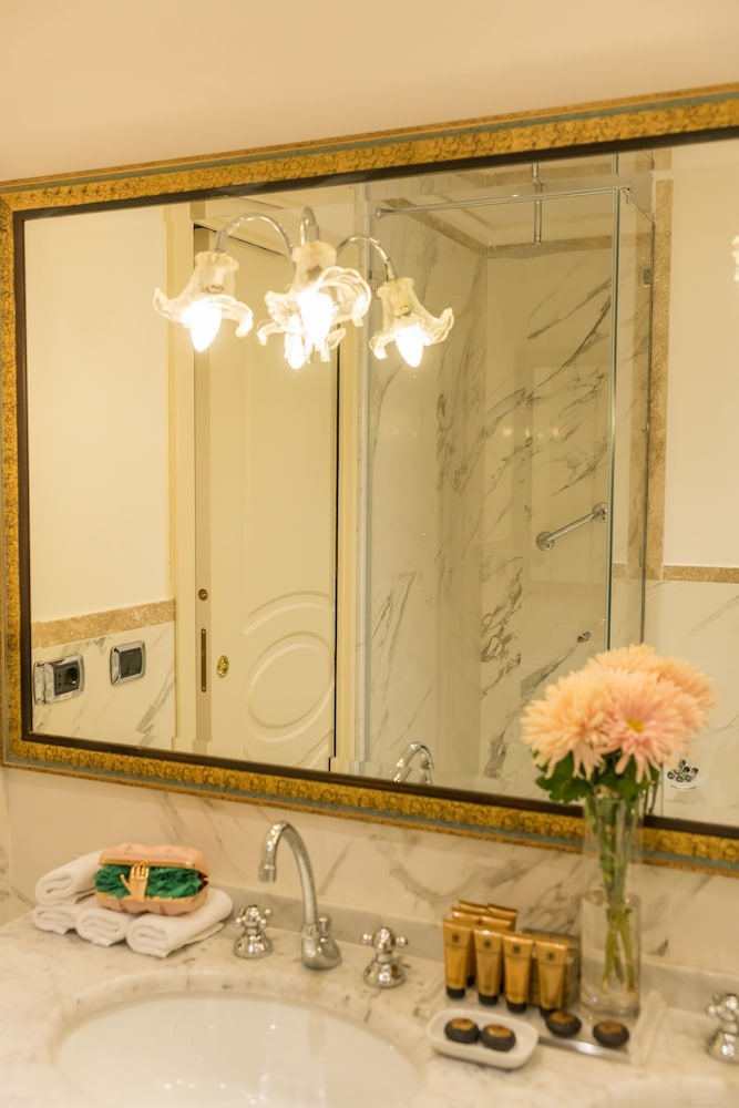 베르니니 팰리스(Bernini Palace) Hotel Thumbnail Image 85 - Bathroom