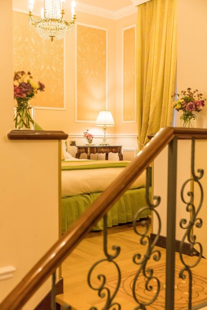 버니니 팰리스 바이 발리오니 호텔(Bernini Palace) Hotel Image 17 - Guestroom