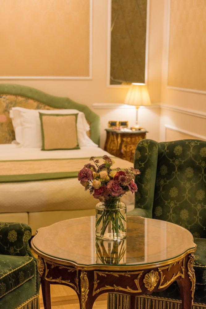 버니니 팰리스 바이 발리오니 호텔(Bernini Palace) Hotel Image 19 - Guestroom