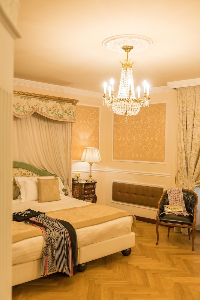 버니니 팰리스 바이 발리오니 호텔(Bernini Palace) Hotel Image 20 - Guestroom