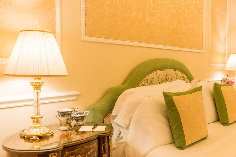 버니니 팰리스 바이 발리오니 호텔(Bernini Palace) Hotel Image 24 - Guestroom