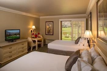 Standard Room (Pool or Golf View)