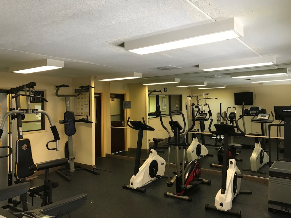 Health and Fitness : Fitness Facility 28 of 61