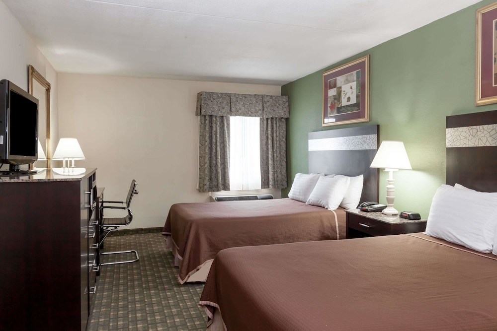 Room : Double Room, 2 Double Beds, Smoking 8 of 61