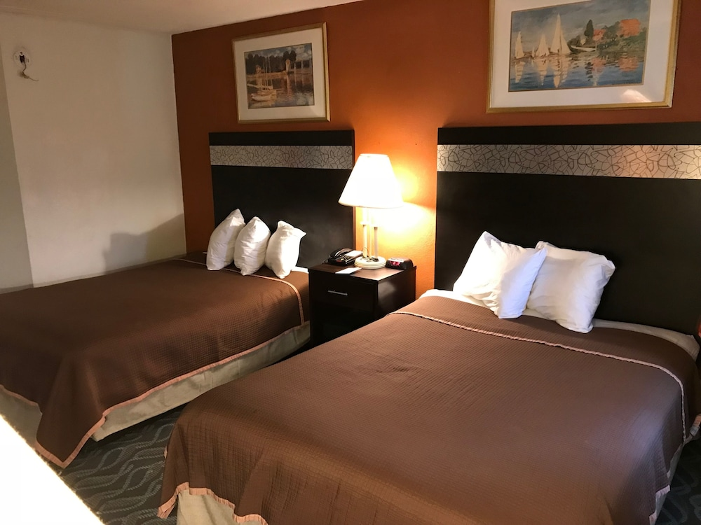 Room : Double Room, 2 Double Beds, Smoking 17 of 61