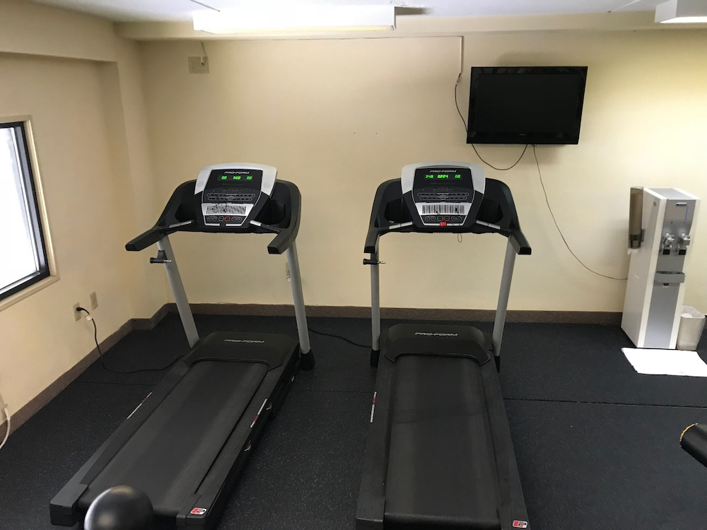 Health and Fitness : Fitness Facility 26 of 61