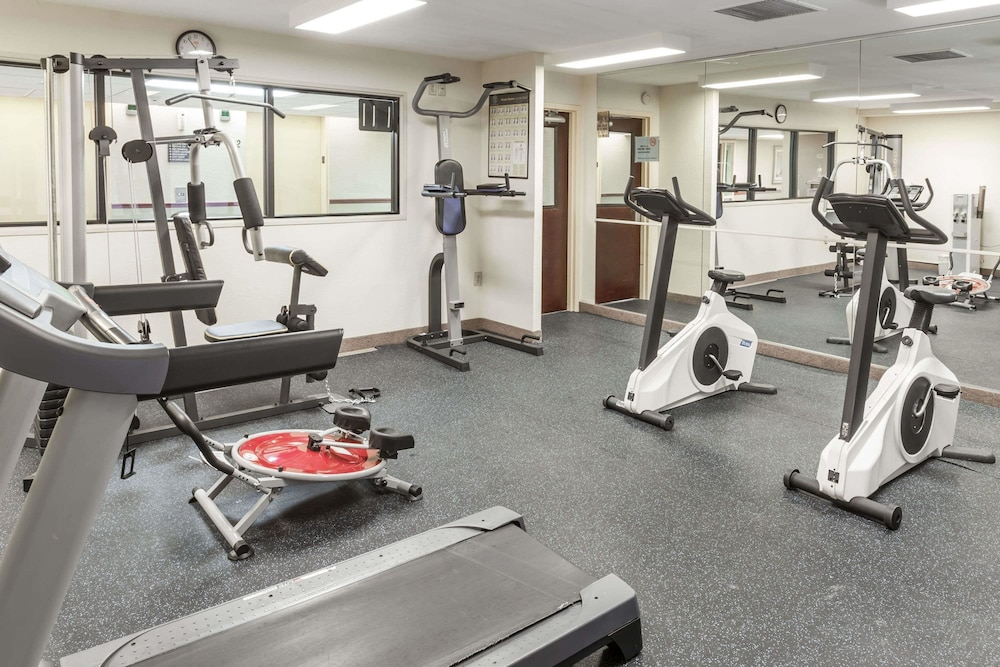 Health and Fitness : Fitness Facility 27 of 61