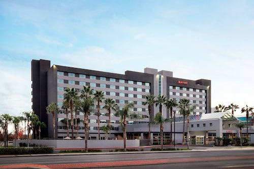 . Bakersfield Marriott at the Convention Center