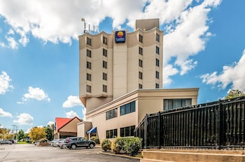 Exterior at Comfort Inn & Suites in Alexandria