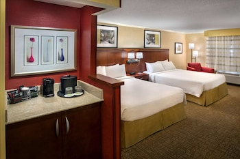 Deluxe Room, 2 Queen Beds, Accessible (Mobility Tub)