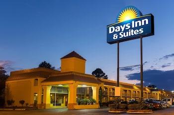 Days Inn & Suites by Wyndham Vicksburg photo