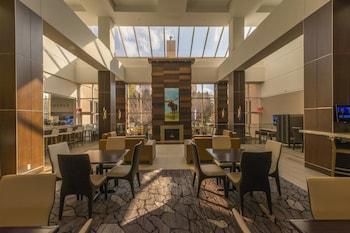 Guestroom at Marriott Minneapolis Southwest in Minnetonka