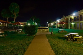 Hotel - Winter Haven Gardens Inn and Banquet Center