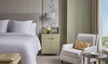 Corner One Bedroom Suite
