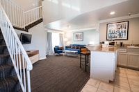 Crown 2 Story Suite with Loft King bed (Renovated)