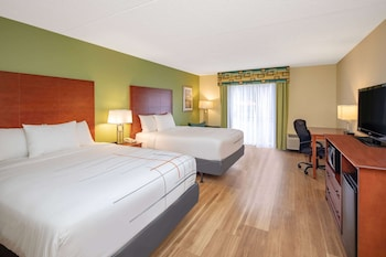 Deluxe Room, 2 Queen Beds, Accessible, City View (Mobility nonsmoking)