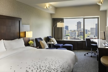 Club Room, 1 King Bed, Non Smoking, City View