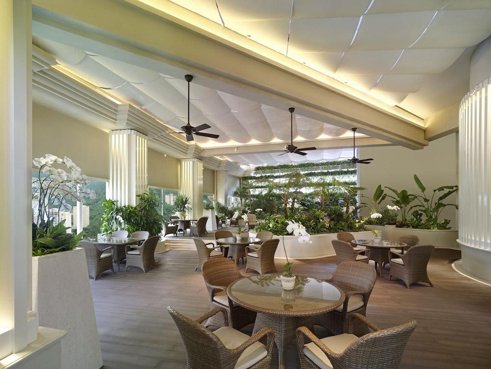 https://i.travelapi.com/hotels/1000000/20000/14500/14435/7c4bc1aa_z.jpg