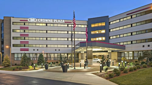 . Crowne Plaza Lansing West