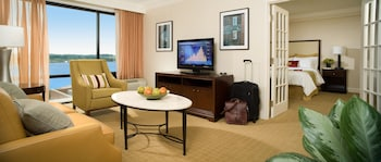 Guestroom at Crowne Plaza Old Town Alexandria in Alexandria