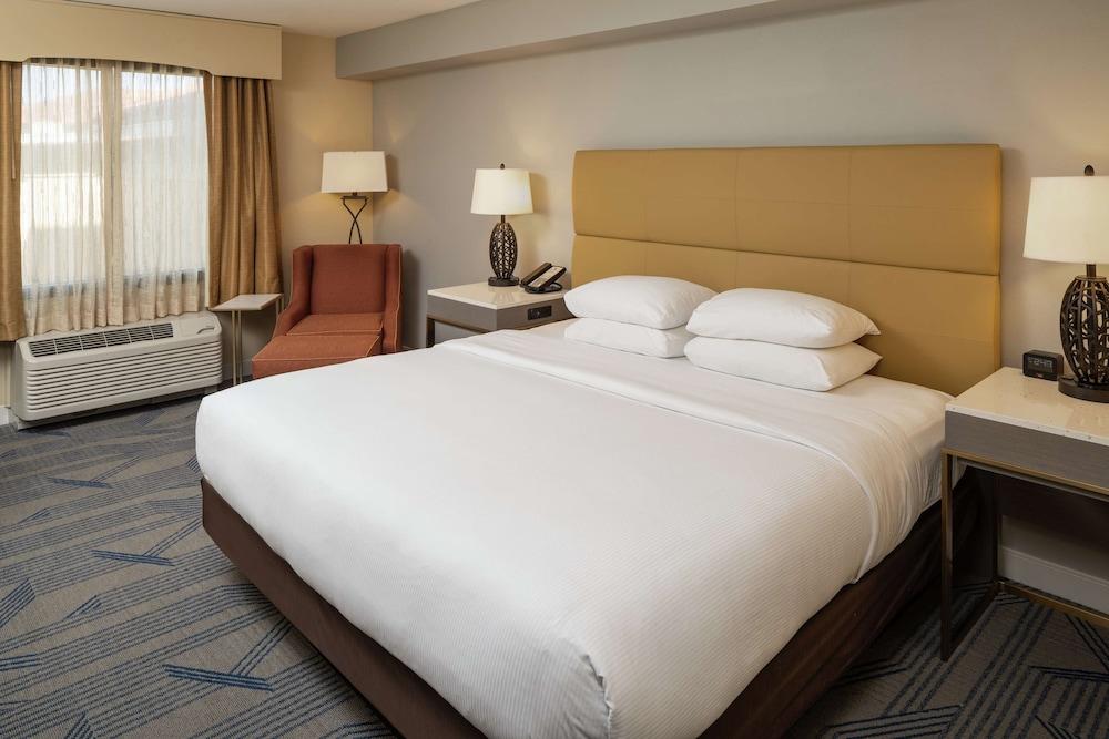 https://i.travelapi.com/hotels/1000000/20000/14500/14483/b3919382_z.jpg