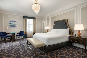 Fairmont Gold Grand Room, 1 King Bed