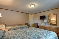 Standard Room, 2 Double Beds (Courtside - Pet Friendly)
