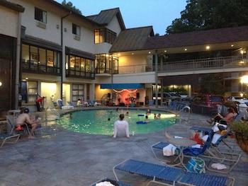 Sidney James Mountain Lodge - Pool  - #0