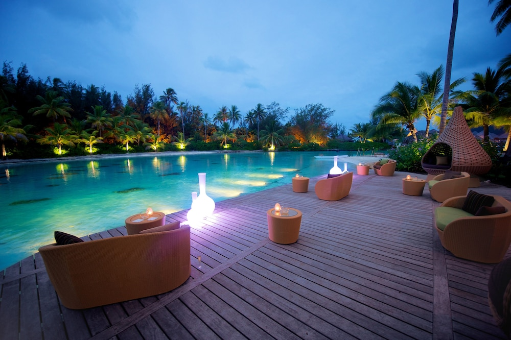 https://i.travelapi.com/hotels/1000000/20000/14700/14637/0f41795a_z.jpg