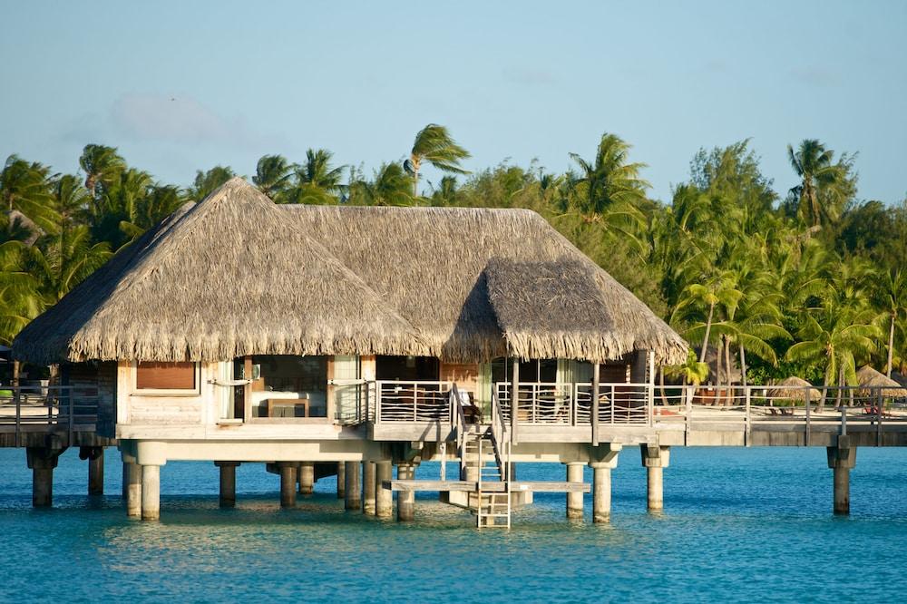 https://i.travelapi.com/hotels/1000000/20000/14700/14637/2a665c0a_z.jpg