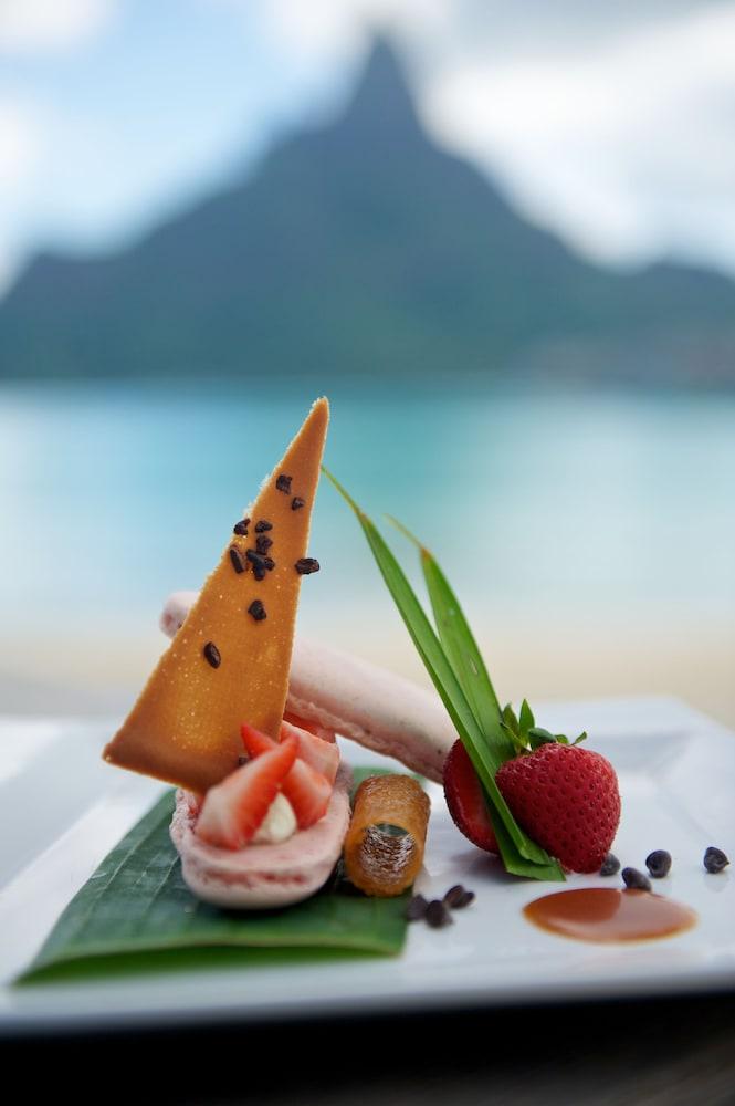 https://i.travelapi.com/hotels/1000000/20000/14700/14637/3044e2df_z.jpg