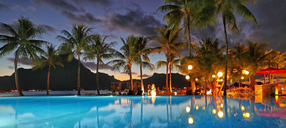 https://i.travelapi.com/hotels/1000000/20000/14700/14637/4ddda2ba_z.jpg