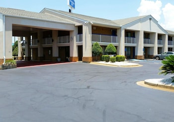 Perry Vacations - Rodeway Inn - Property Image 1