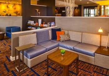 Lobby Lounge at Courtyard by Marriott Virginia Beach Norfolk in Virginia Beach