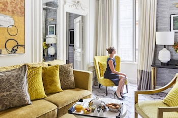 Suite, 1 Queen Bed with Sofa bed (Prestige)